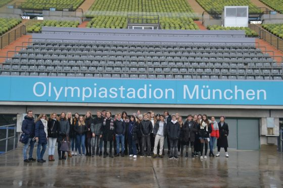 Olympiastadion Gruppenbild (Medium)