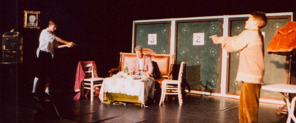 """Theaterstück """"Die Physiker"""" aus dem Jahr 1999."""